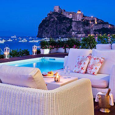 Exklusives Wellnesshotel direkt am Golf von Neapel