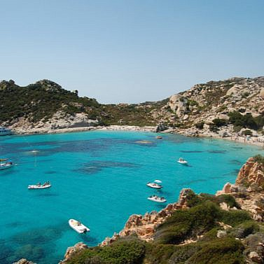 Hotelperle mit Blick auf das Mittelmeer