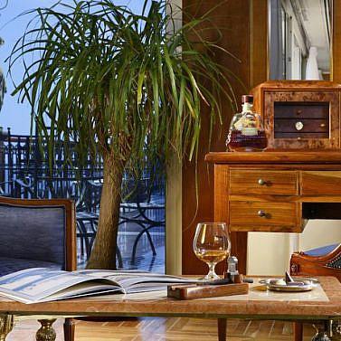 Elegantes 5*-Hotel im Zentrum von Neapel