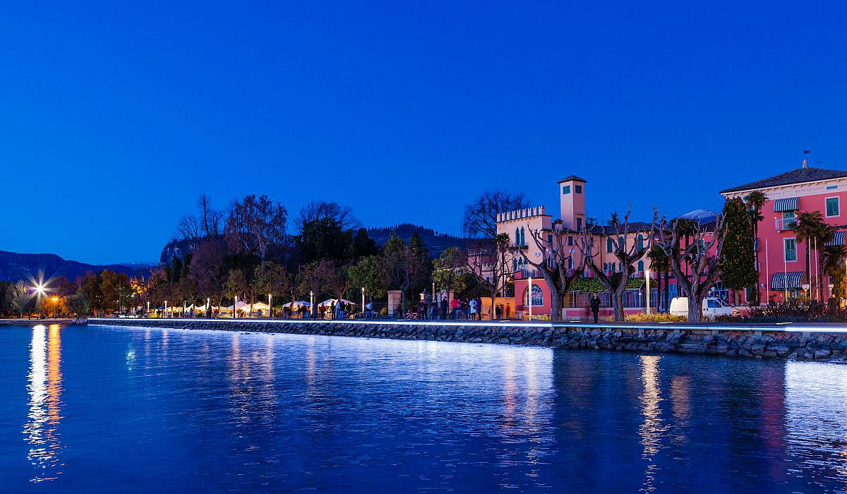 Bardolino bei Nacht, Gardasee | italien.de