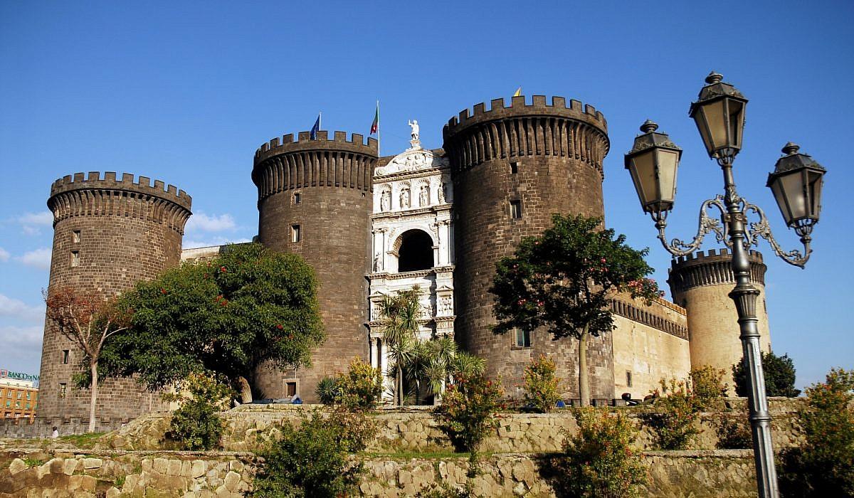 Castel Nuovo in Neapel, Kampanien | italien.de