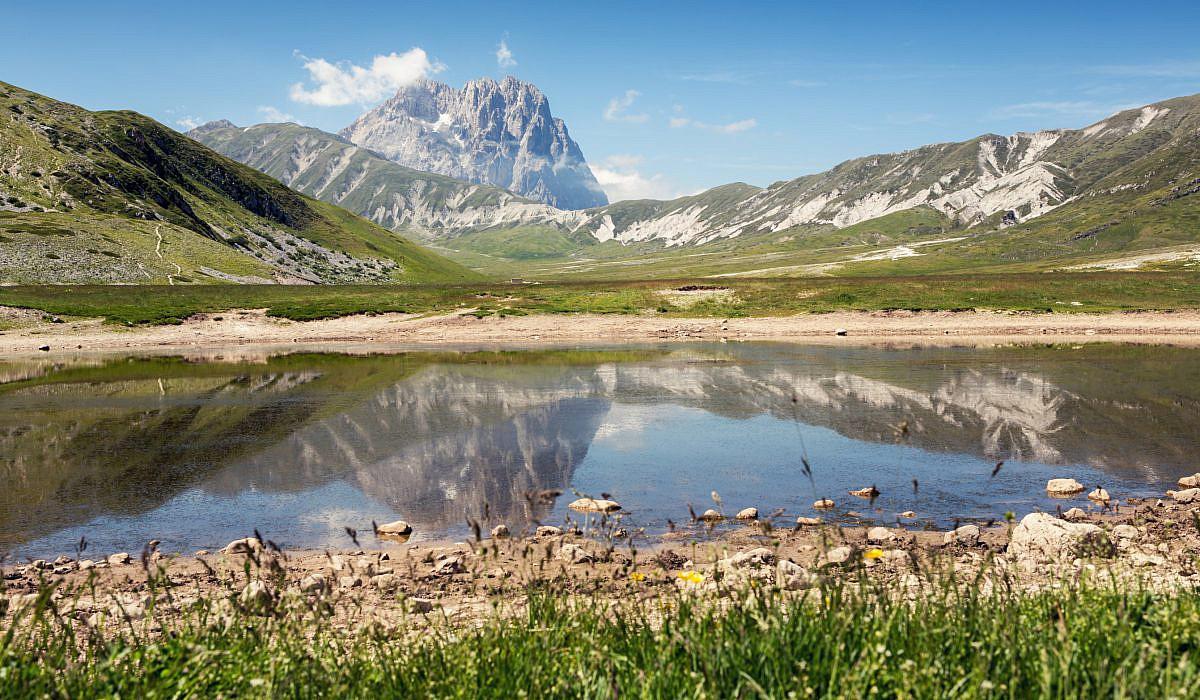 Bergsee mit Corno Grande, Provinz Teramo, Abruzzen | italien.de