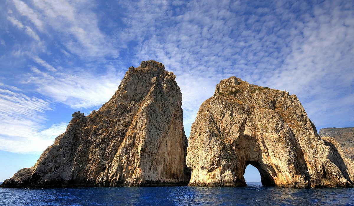 Faraglioni - die berühmten Klippen der Insel Capri | italien.de