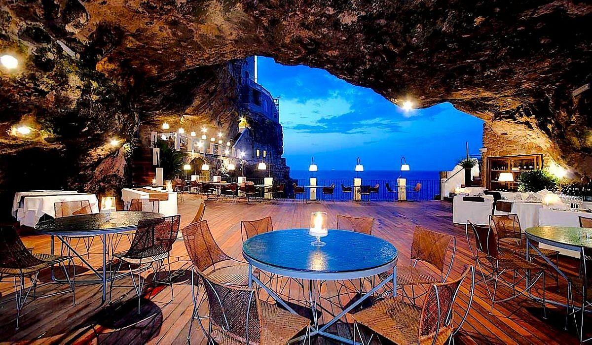 Grotta Palazzese in Polignano a Mare, Apulien | italien.de