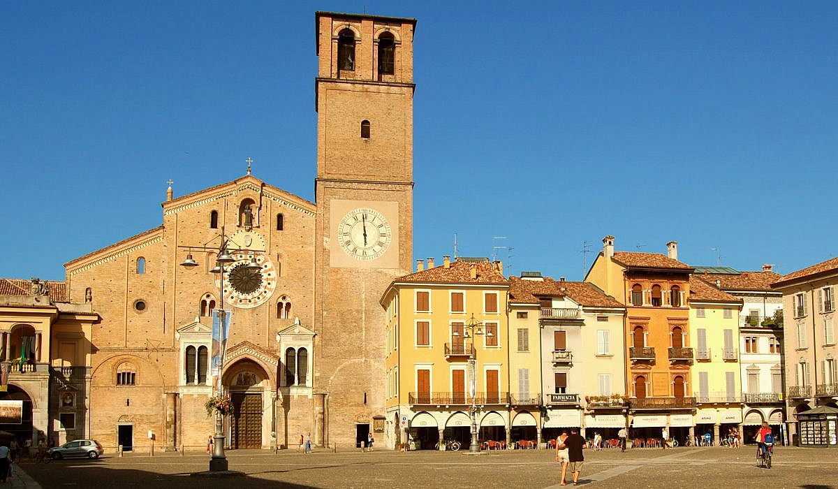 Piazza Duomo in Lodi, Lombardei | italien.de
