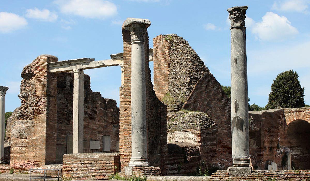 Tempelruinen in Ostia Antica bei Rom | italien.de