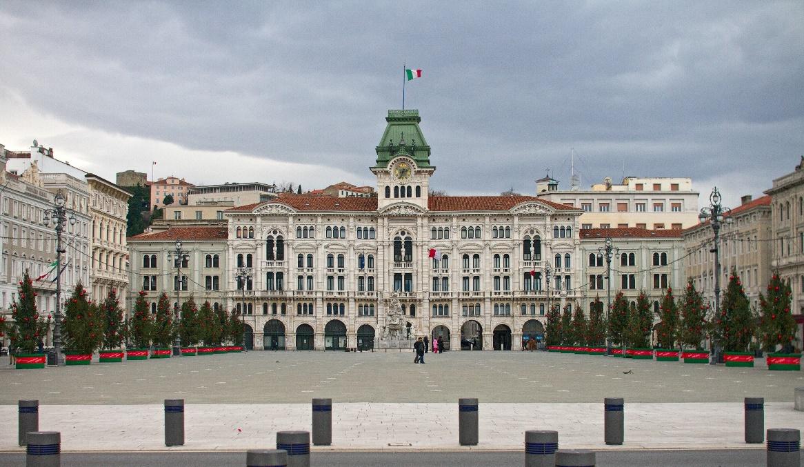 Rathaus mit Piazza Unita d Italia, Triest | italien.de