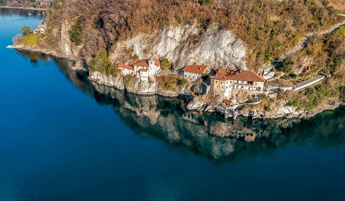 Santa Caterina del Sasso, Lago Maggiore | italien.de
