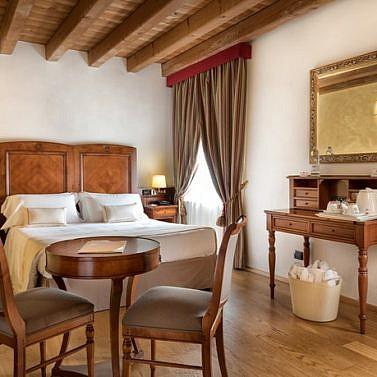 Nahe Verona: Historische Villa mit Pool