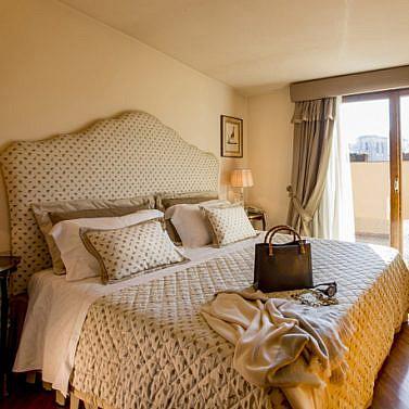 Elegante Suiten über den Dächern von Florenz