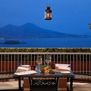 Das Süße Leben Neapels mit Meerblick