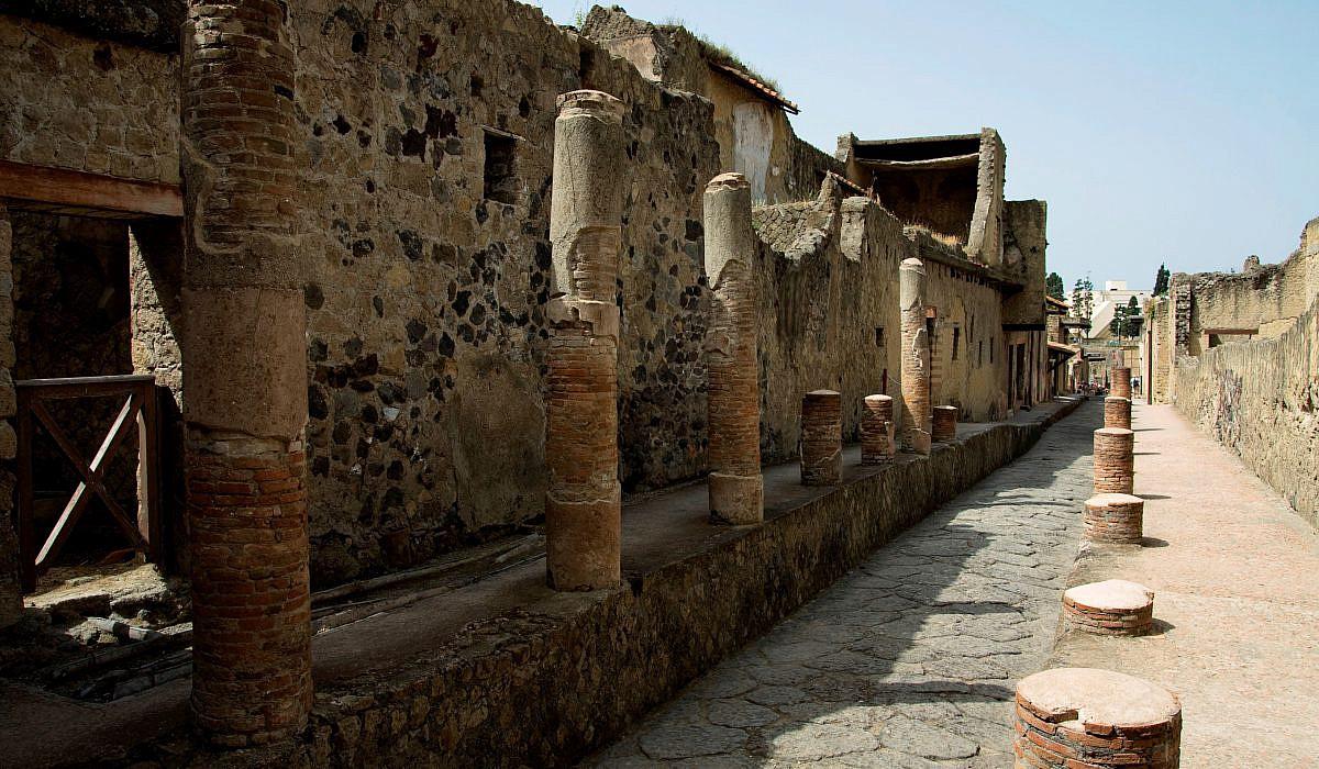 Historische Strasse in Herculaneum, Kampanien | italien.de