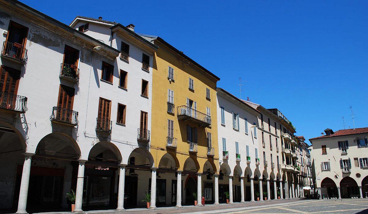 historischer Marktplatz von Novara, Piemont | italien.de